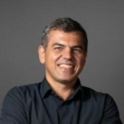 Dorian L Guimaraes